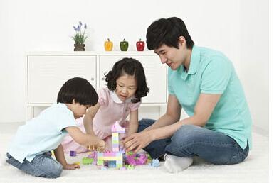 高度可调节的儿童智力测试装置